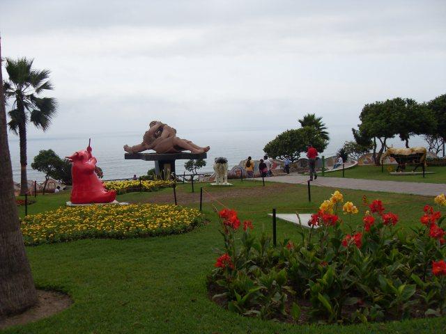 Plaza de los Enamorados - Lima